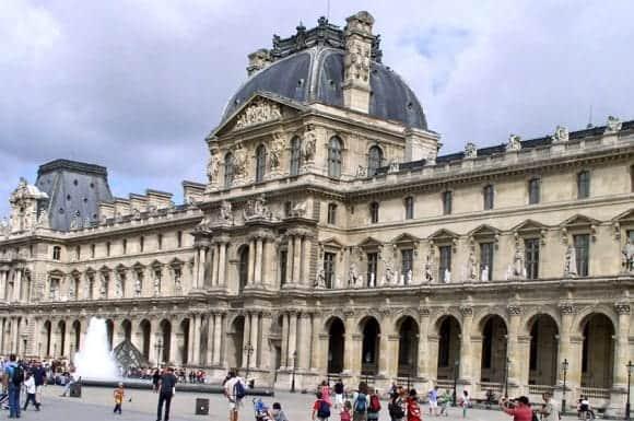 Дворец Лувра